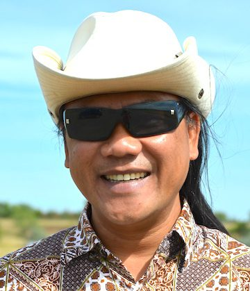 When in South Dakota, do as the South Dakotans! Fr. Hendrik in his SD western hat.