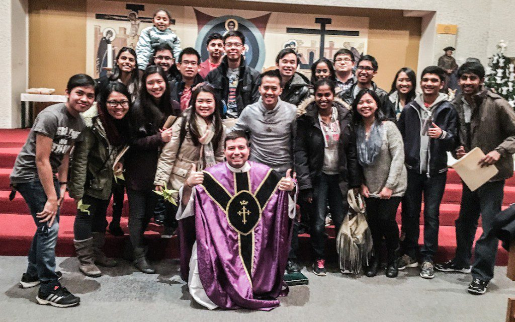 Fr. Fr. Willyans Prado Rapozo, pastor of St. Thomas More, hams it up with retreat participants.